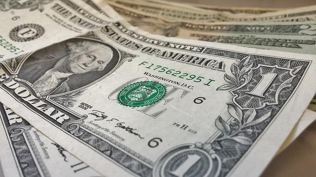 איך עושים את הבירור בצורה כמה שיותר יעילה? הר הכסף נולד מתוך ההבנה שיש הרבה מאוד אנשים כמוכם, שלמעשה יש להם חסכונות שאין להם שום דרך להגיע אליהם. לכן ברור מדוע יש ביקוש אדיר ליוזמה הזאת ומדוע בכל יום עוד ועוד אנשים פונים אל הר הכסף, והאמת היא, שווה גם לכם לנסות זאת. אתם תוהים איך זה עובד ומה עליכם לעשות? הכול הרבה יותר פשוט היום ממה שחשבתם. אתם נכנסים לאתר המתאים באינטרנט ומשאירים פרטים כמו: מספר תעודת הזהות שלכם, שם ושם משפחה. מכאן הר הכסף כבר יעשה עבורכם את העבודה, שכן עם הגישה שיש להר הכסף לכל המקומות הרלוונטיים, מהר מאוד תקבלו את המידע שנחוץ לכם. יכול להיות שתגלו שלא מחכה לכם כסף, יכול להיות שתגלו שיש חיסכון קטן על שמכם אך בהחלט יכול להיות שגם תמצאו מאות אלפי שקלים שאיבדתם בדרך. לא מדובר על סכומים שיכולים לשנות את החיים אך זו תמיד מתנה מקסימה ומרגשת לגלות שיש סכום כסף ששייך לכם ולא ידעתם עליו.