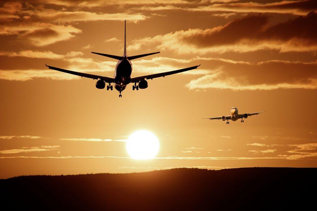 מטוסים בשמיים